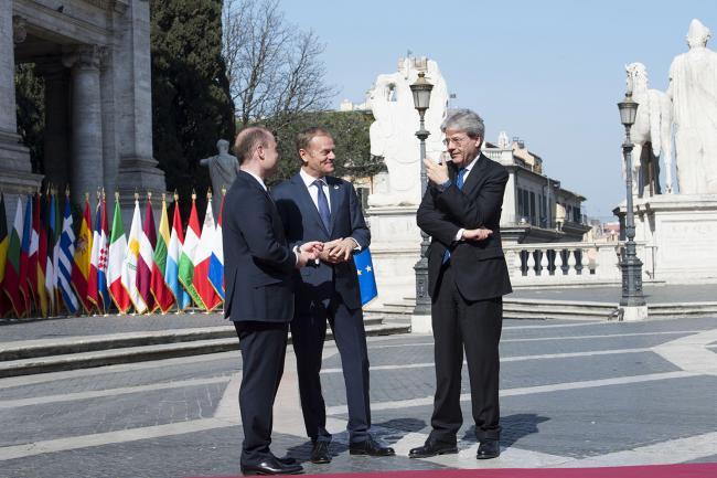 Paolo Gentiloni, Joseph Muscat, Donald Tusk in Piazza del Campidoglio