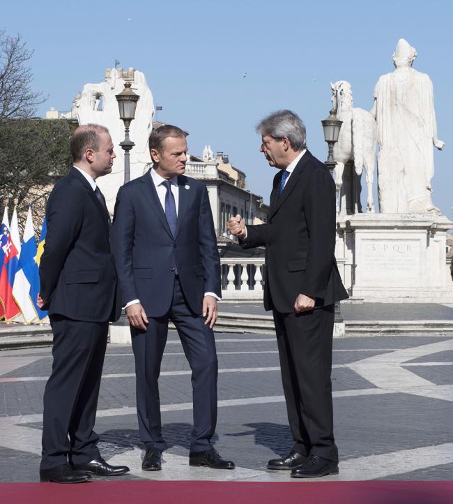 Paolo Gentiloni, Joseph Muscat, Donald Tusk, in Piazza del Campidoglio