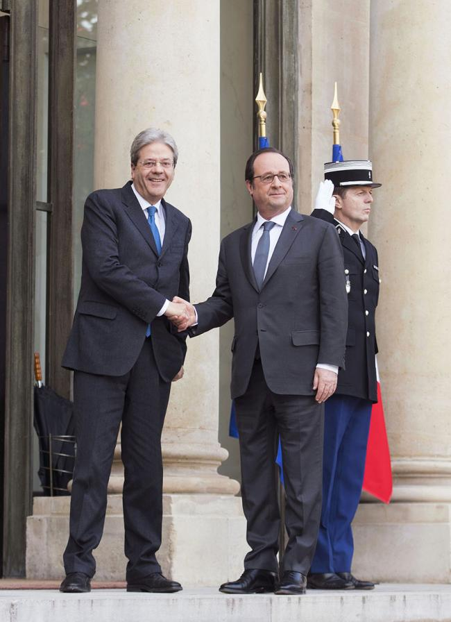 Gentiloni incontra Hollande all'Eliseo