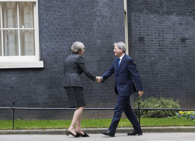Gentiloni con Theresa May