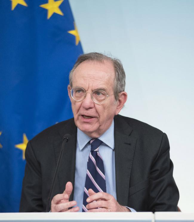 Il Ministro Padoan in conferenza stampa al termine del Consiglio dei Ministri n. 23