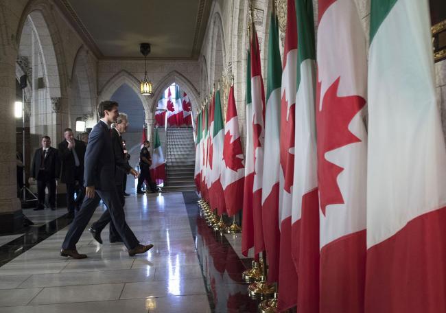 Gentiloni e Trudeau durante la conferenza stampa congiunta