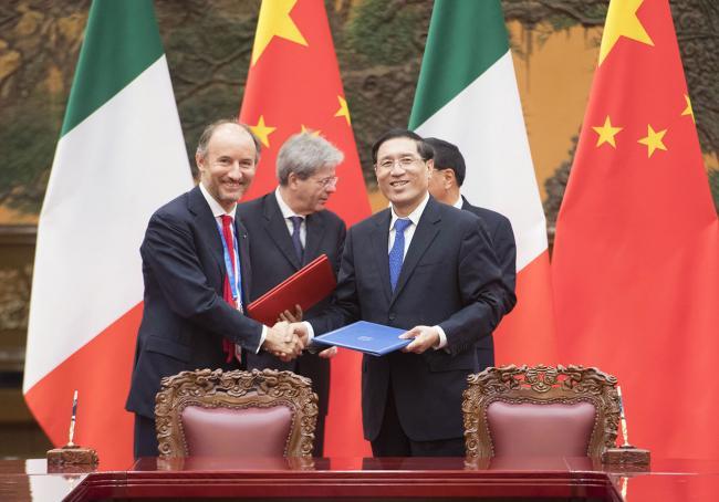 Gentiloni incontra Li Keqiang, la firma degli accordi