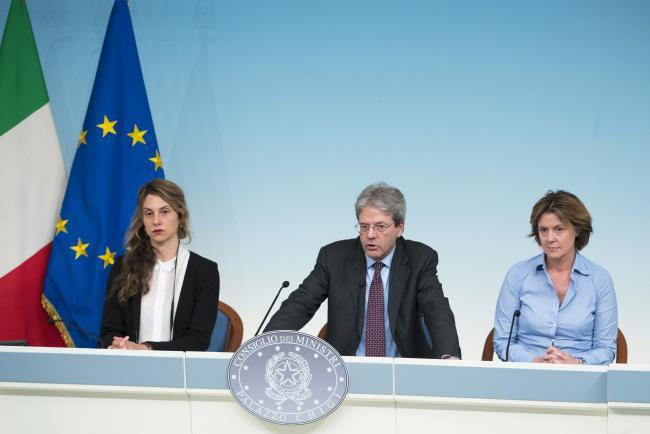 Gentiloni, Madia e Lorenzin in conferenza stampa