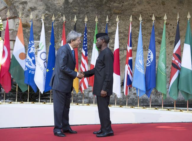 Summit G7 Taormina, Gentiloni accoglie il Vice Presidente della Nigeria