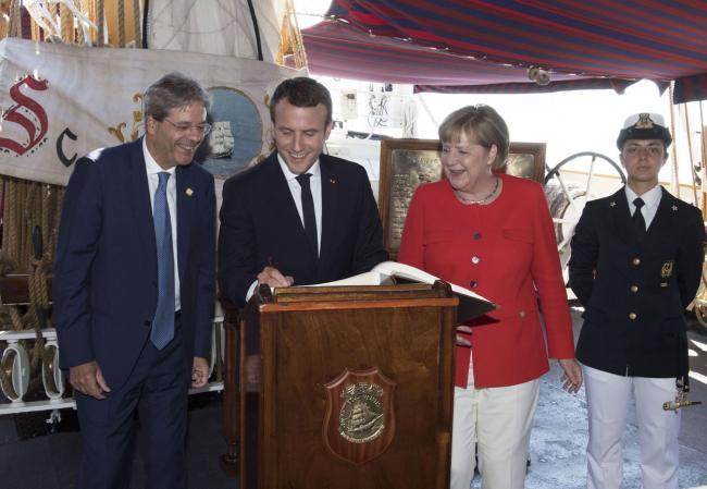 Gentiloni, Merkel, Macron a bordo della Nave Palinuro