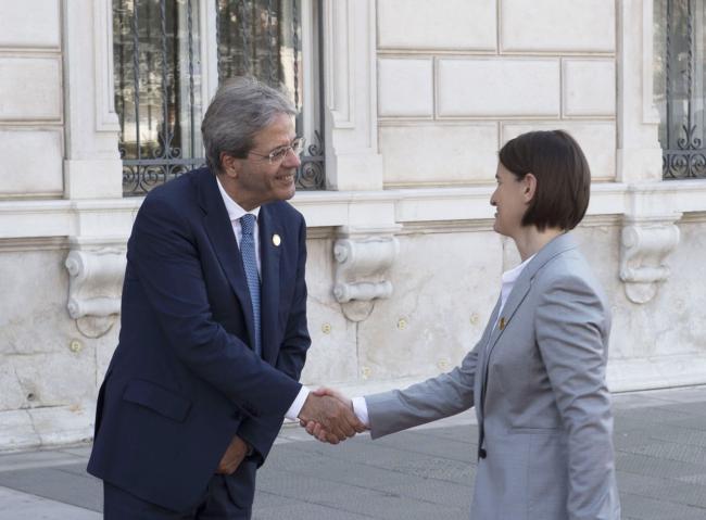 Gentiloni con il Primo Ministro della Serbia Ana Brnabic