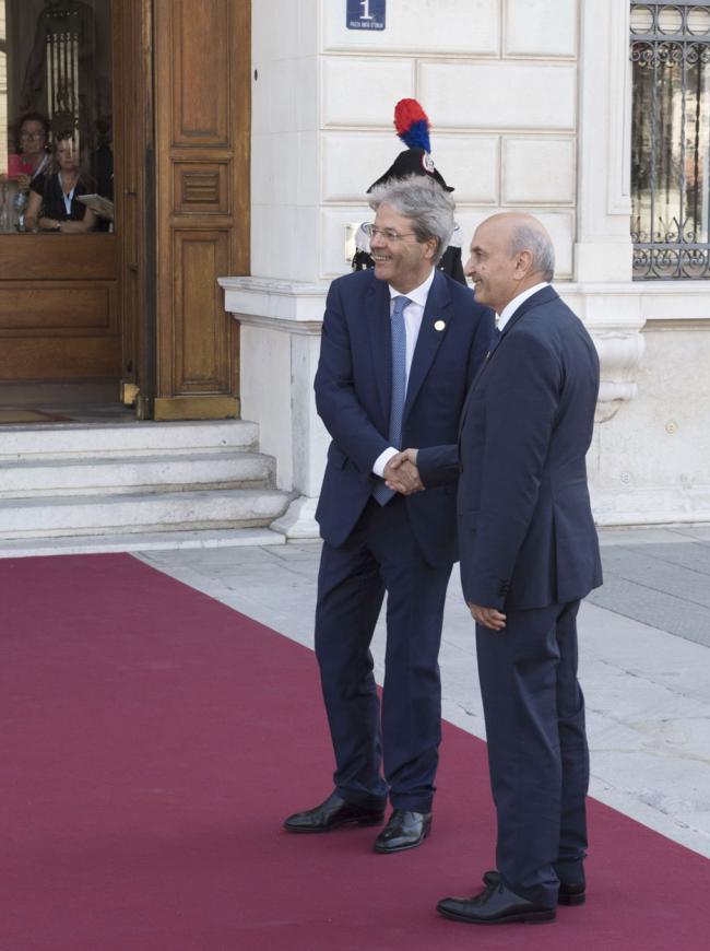 Gentiloni con il Primo ministro del Kosovo Isa Mustafa