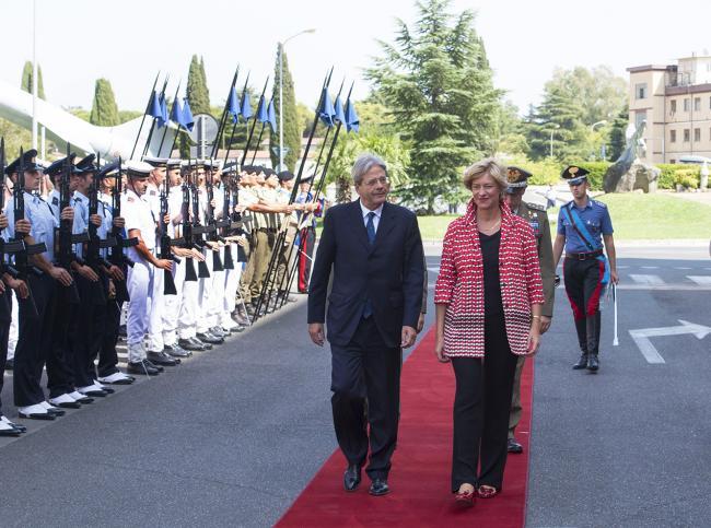 Il Presidente Gentiloni e la Ministra Pinotti al Comando Operativo di vertice Interforze