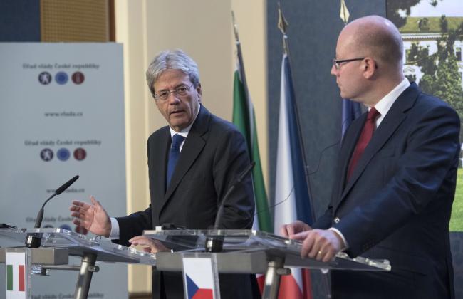 Gentiloni e il Primo Ministro ceco Bohuslav Sobotka in conferenza stampa
