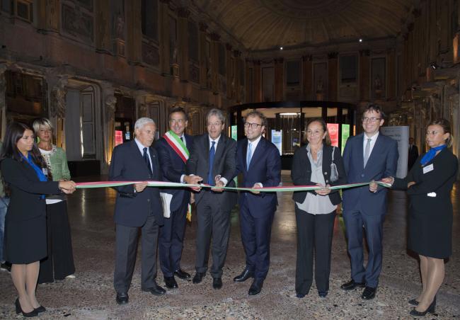 """Gentiloni alla presentazione de """"Il viaggio della Costituzione"""" a Milano"""