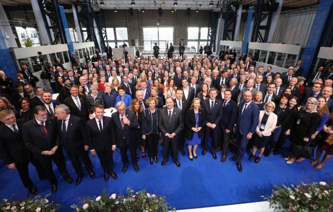 La foto di gruppo dei partecipanti al Summit sociale di Göteborg