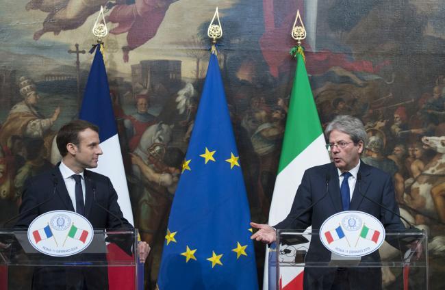 Gentiloni e Macron in conferenza stampa