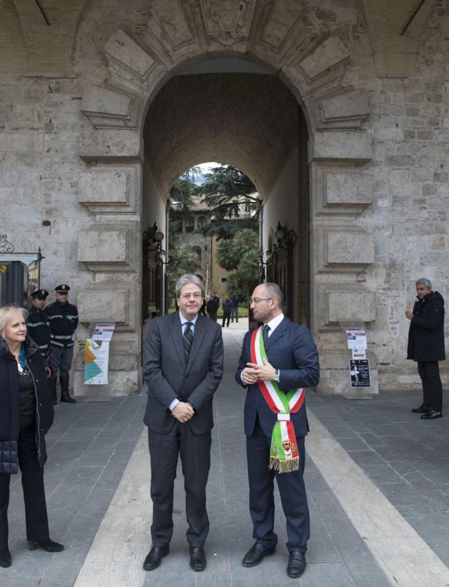 Gentiloni ad Ascoli Piceno alla sede del Comune