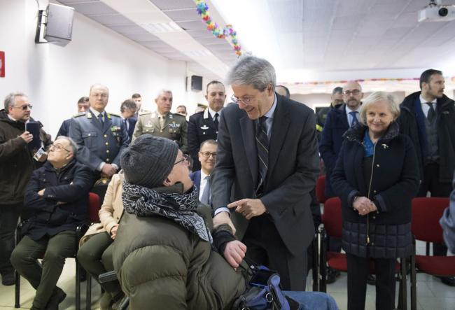 Gentiloni visita il quartiere Monticelli