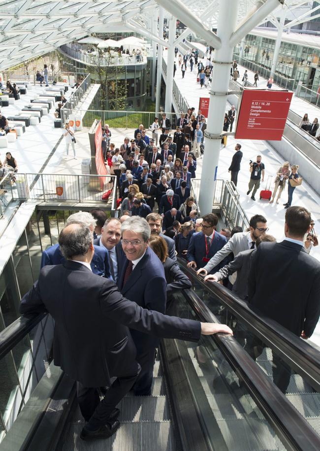 Gentiloni in visita al Salone internazionale del Mobile
