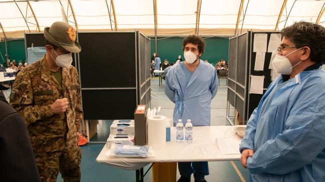 Il Commissario straordinario Figliuolo visita gli hub vaccinali delle Marche