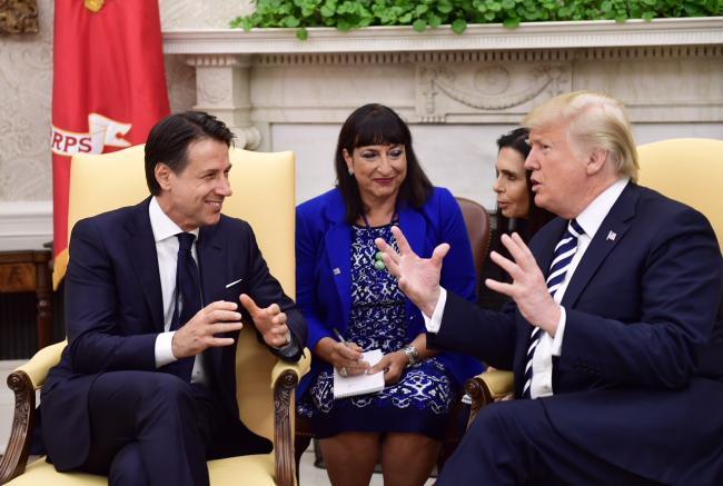 Il Presidente Conte con il Presidente Trump nello Studio Ovale
