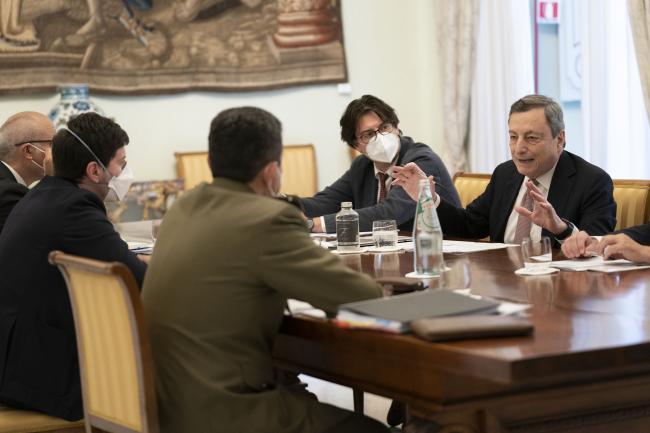 Il Presidente Draghi in riunione con il Ministro Speranza e il Commissario Figliuolo