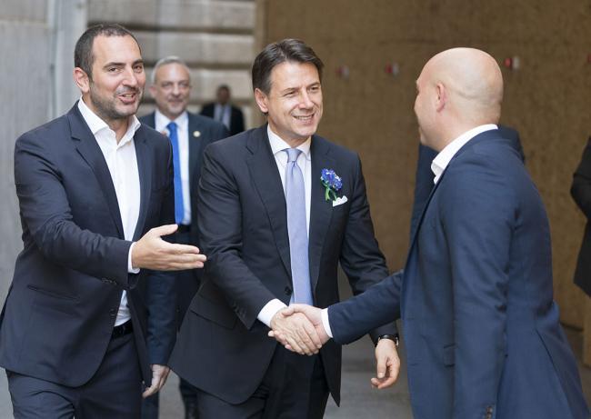 Il Presidente Conte e il Sottosegretario Spadafora a Piazza Colonna per il #OggiProtagonistiTour