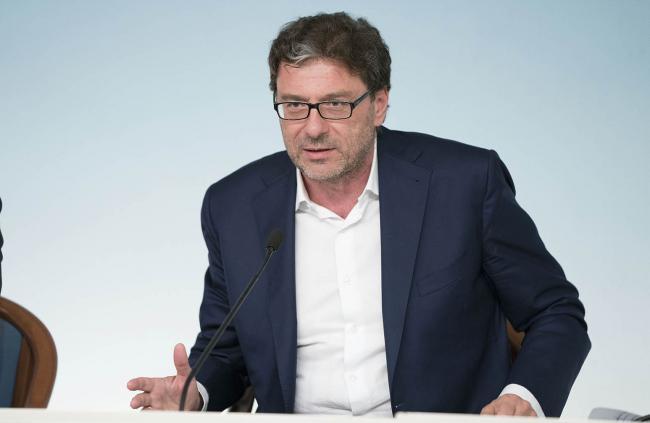 Il Sottosegretario Giorgetti in conferenza stampa