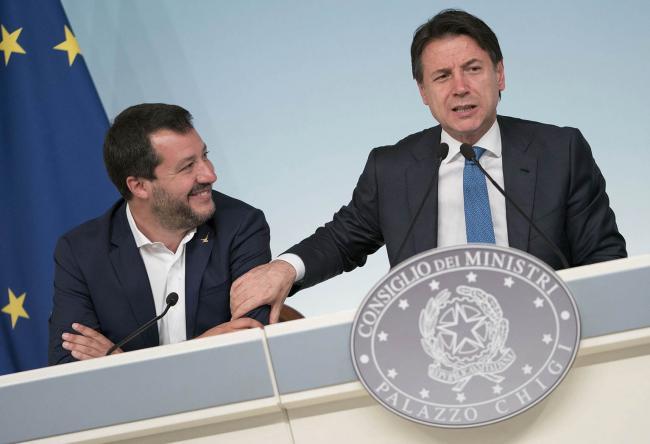 Il Vice Presidente Salvini e il Presidente Conte in conferenza stampa