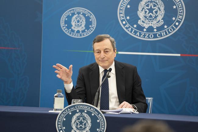 Draghi illustra in conferenza stampa il Decreto Sostegni