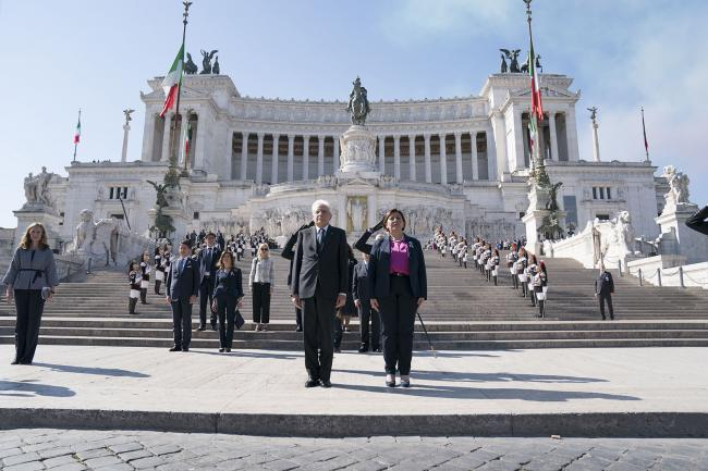 Il Presidente Conte all'Altare della Patria