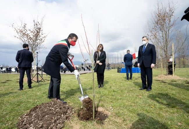 La cerimonia per la messa a dimora dei primi 100 alberi