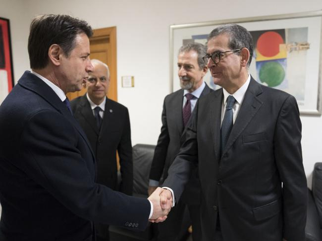Il Presidente Conte con il Direttore dell'Aise Carta