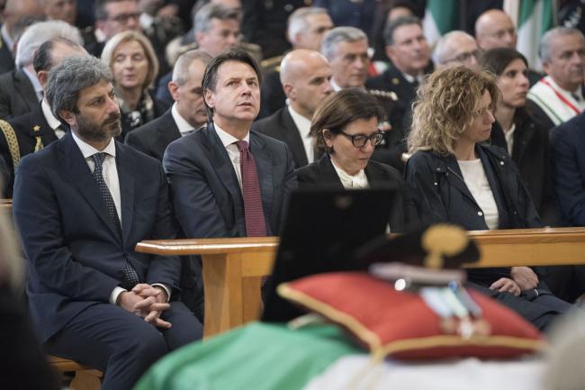 Il Presidente Conte ai funerali del Maresciallo Maggiore Di Gennaro