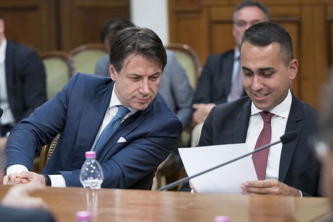 Il Presidente Conte e il Vice Presidente Di Maio durante l'incontro tra Governo e parti sociali su lavoro e welfare