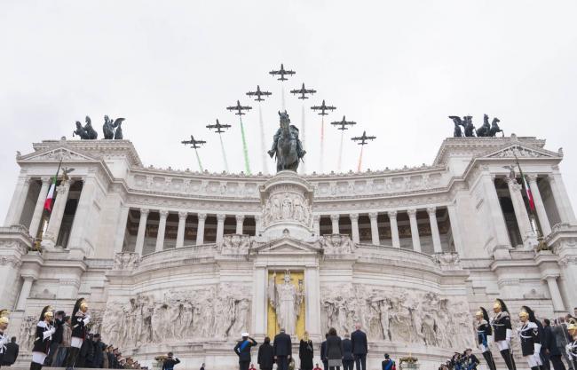 Il volo delle Frecce Tricolori sull'Altare della Patria