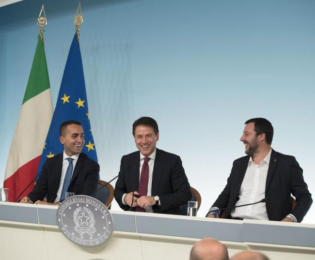 Il Presidente Conte con i Vice Presidenti Salvini e Di Maio in conferenza stampa