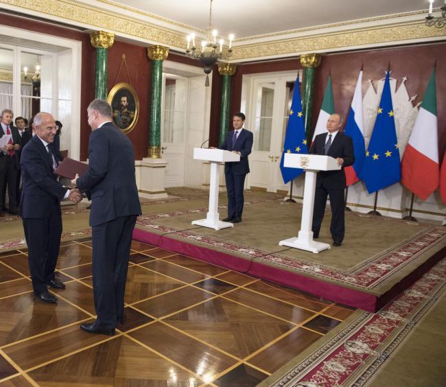 Il Presidente Conte e il Presidente Putin durante la firma degli accordi Italia-Russia
