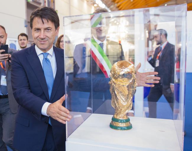 Il Presidente Conte alla Fiera di Rimini con la Coppa del Mondo