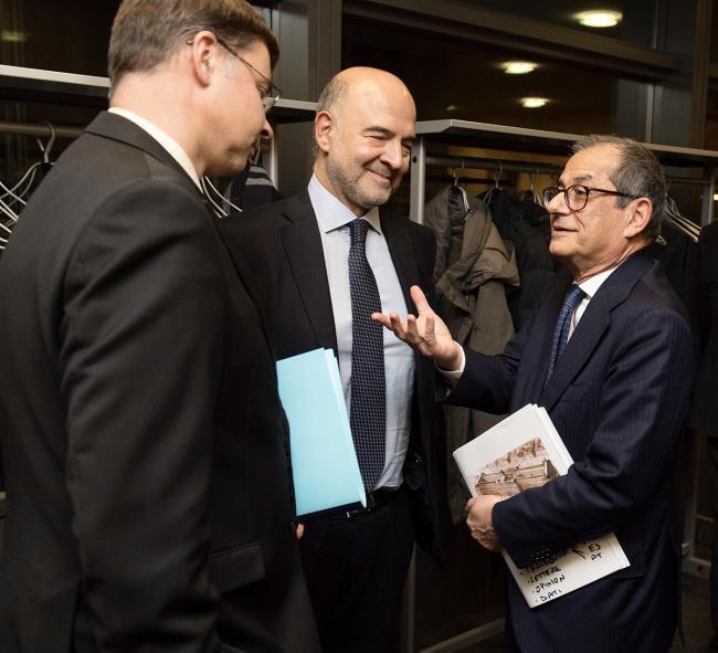 Il Ministro Tria con il CommissarioMoscovici, e il Vice Presidente della Commissione Dombrovskis