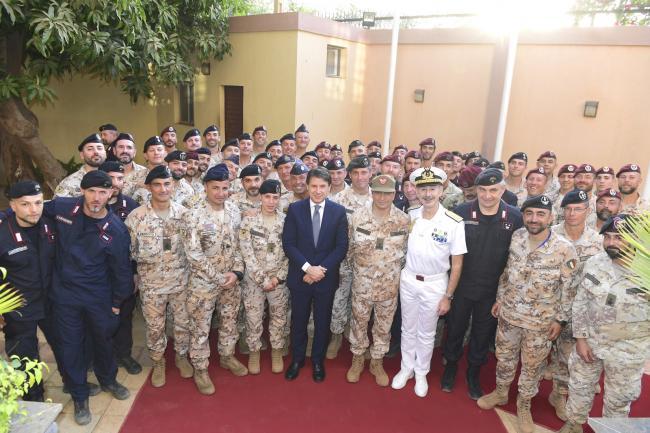 Il Presidente Conte con i militari del Contingente italiano MISIN