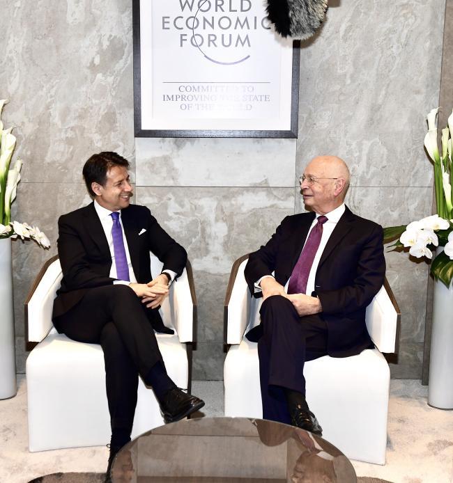 Il Presidente Conte con Il Presidente esecutivo del WEF a Davos