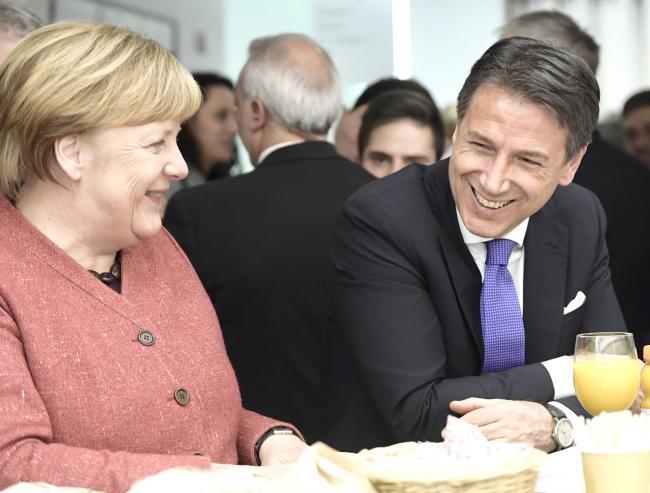 Il Presidente Conte con la Cancelliera Merkel a Davos