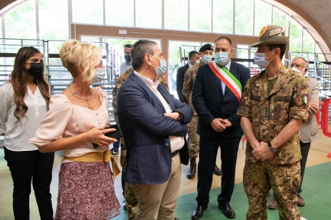 Il Commissario straordinario visita punti vaccinali gestiti dalla Difesa in Umbria