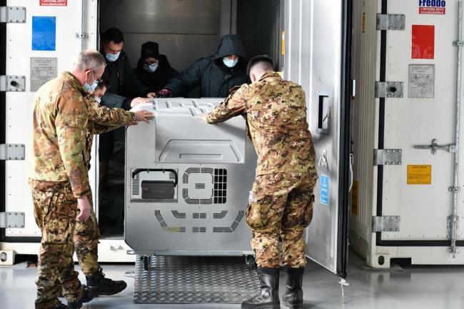 L'arrivo del vaccino Moderna all'aeroporto militare di Pratica di Mare