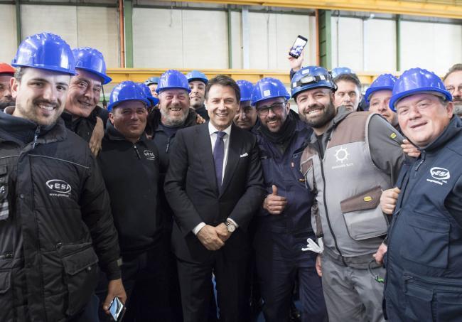 """Il Presidente Conte con gli operai di """"Fincantieri Infrastructure"""""""