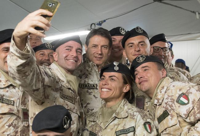 """Il Presidente Conte alla base militare """"Camp Singara"""""""