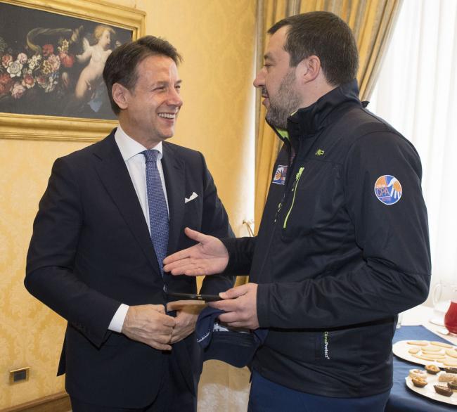 Il Presidente Conte con il Vice Presidente Salvini alla Scuola Ufficiali dei Carabinieri