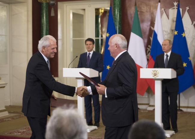 Il Presidente Conte con il Presidente Putin al Cremlino durante la firma degli accordi Italia-Russia