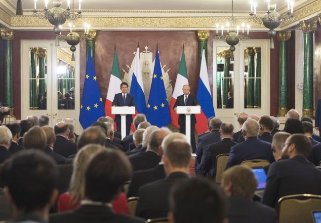 Il Presidente Conte e il Presidente Putin durante la conferenza stampa congiunta
