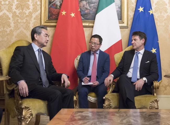 Il Presidente Conte riceve il Ministro della Repubblica Popolare Cinese