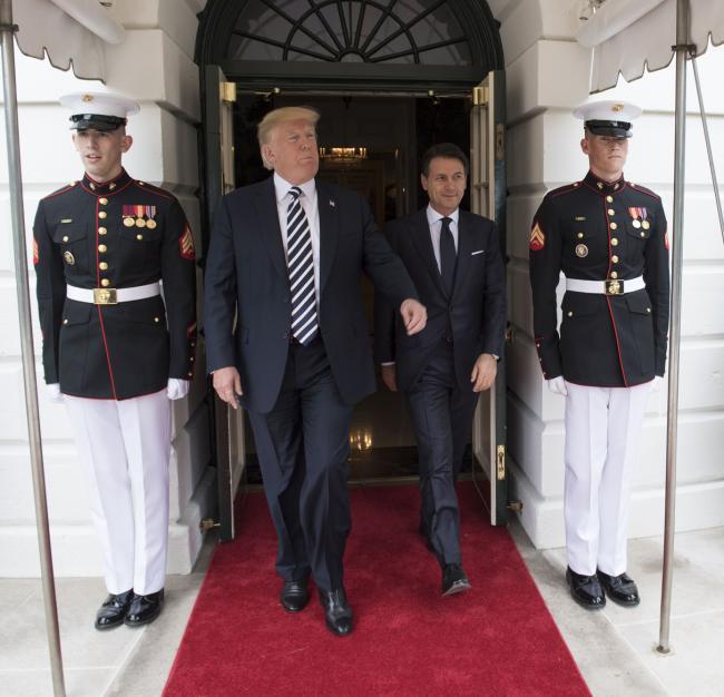 Il Presidente Conte lascia la Casa Bianca al termine dell'incontro con il Presidente Trump