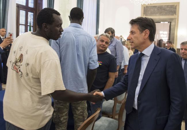 Prefettura di Foggia, il Presidente Conte incontra una delegazione di lavoratori agricoli